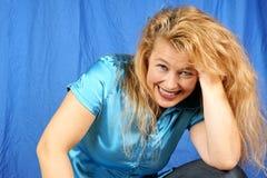 Verticale blonde de femme photos libres de droits