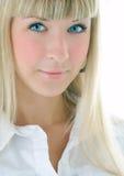 Verticale blonde de fille de beauté images libres de droits