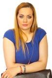 Verticale blonde occasionnelle de femme Photographie stock libre de droits