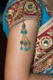 Verticale Close-up van de Hindoese Juwelen & de Kleding van Bruiden Royalty-vrije Stock Afbeeldingen