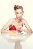 Verticale colorée de beauté d'un femme blond photographie stock