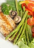 Verticale courbe frite de poissons et d'asperge Image libre de droits