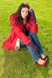 Verticale d'équipement de l'hiver de beau modèle femelle Photographie stock