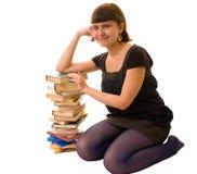 Verticale d'étudiant féminin avec des livres Photographie stock libre de droits