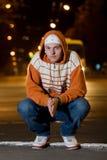 Verticale d'adolescent la nuit photo libre de droits