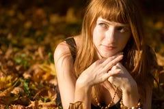 Verticale d'automne de fille Photos libres de droits