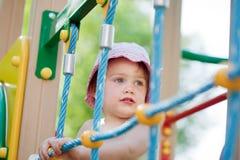 Verticale d'enfant de deux ans image libre de droits