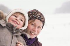 Verticale d'enfant et de mère heureux Image stock