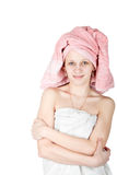 Verticale d'essuie-main enveloppé par femme Photos libres de droits