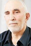 Verticale d'homme aîné sérieux Photographie stock libre de droits