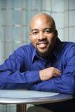 Verticale d'homme afro-américain de sourire Image libre de droits