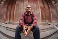 Verticale d'homme asiatique adulte inquiété Photos libres de droits