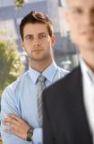 Verticale d'homme d'affaires avec le collègue Images stock