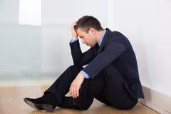 Verticale d'homme d'affaires déprimé Photos stock