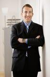 Verticale d'homme d'affaires dans le bureau Photographie stock libre de droits