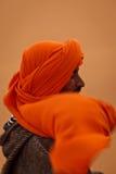 Verticale d'homme de Berber dans Headress jaune Images libres de droits