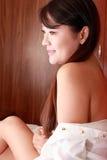 Verticale d'intérieur de fille asiatique Photo libre de droits