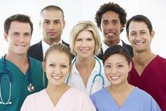Verticale d'équipe médicale Images libres de droits
