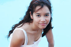 Verticale d'un adolescent assez asiatique Photo stock