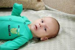 Verticale d'un bébé nouveau-né Photo stock
