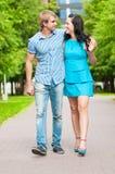 Verticale d'un beau jeune couple heureux Photographie stock