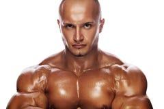Verticale d'un bodybuilder sévère photographie stock libre de droits
