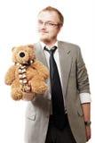 Verticale d'un bon homme avec l'ours de nounours Image stock
