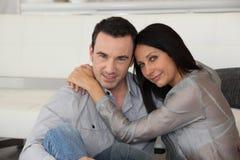 Verticale d'un couple affectueux Photographie stock libre de droits