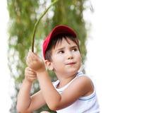 Verticale d'un garçon des ans 3-4 Images stock