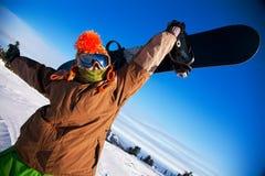 Verticale d'un homme avec le snowboard Images libres de droits