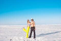 Verticale d'un jeune couple image libre de droits