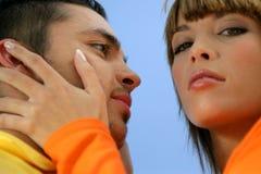 Verticale d'un jeune couple images stock