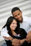 Verticale d'un jeune couple images libres de droits
