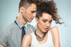 Verticale d'un jeune couple beau Photographie stock libre de droits