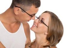 Verticale d'un jeune couple dans l'amour Photo libre de droits