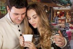 Verticale d'un jeune couple heureux Images stock