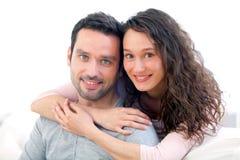 Verticale d'un jeune couple heureux photo stock