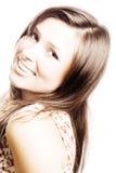 Verticale d'un jeune femme de beauté avec les poils bruns Photo libre de droits