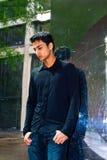 Verticale d'un jeune type asiatique Photo libre de droits