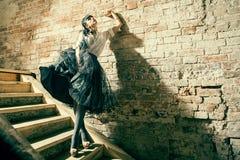 Verticale d'un modèle sexy de belle mode fraîche Image libre de droits