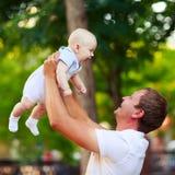 Verticale d'un père et d'une chéri Photo libre de droits