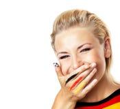 Verticale d'un passioné du football de sourire Images libres de droits
