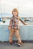 Verticale d'un petit garçon mignon Photos stock