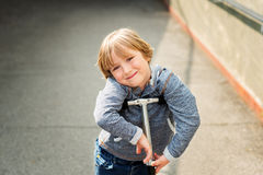 Verticale d'un petit garçon mignon Images stock