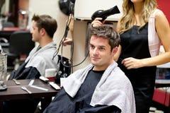 Verticale d'un propriétaire avec un coiffeur féminin photo libre de droits