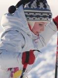 Verticale d'un ski de fille Image libre de droits
