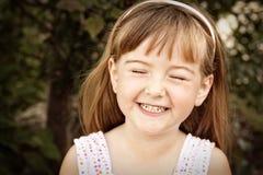 Verticale d'un sourire de petite fille Images libres de droits
