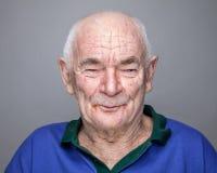 Verticale d'un vieil homme photo stock