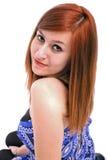Verticale d'une belle adolescente avec dans le bleu photos stock