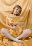 Verticale d'une belle femme blonde photos stock